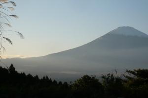 御殿場市温泉会館前より眺める富士山